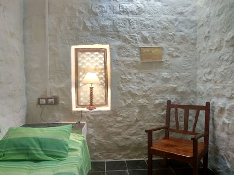 Monks cell, Purity - Bose Compound