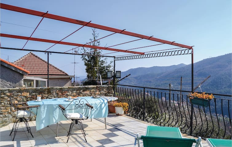 Terraced house with 2 bedrooms on 90 m² in Vado Ligure SV