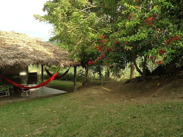 Casa Roja- Piscina Compartida- 6 personas.