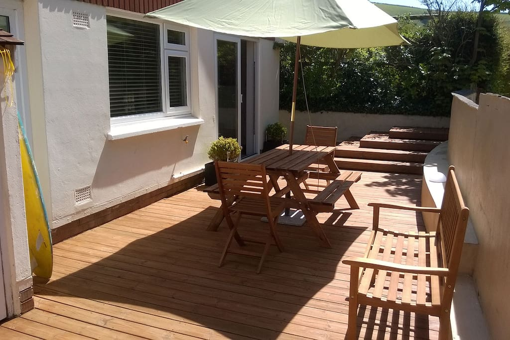 Rear decking with seating and dining