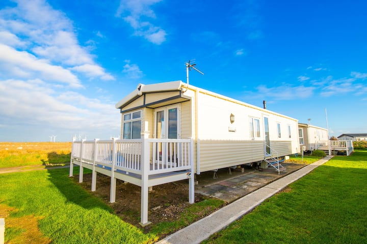 MP124 - Camber Sands Holiday Park - Sleeps 6 - Full Decking - Beautiful Marsh Views