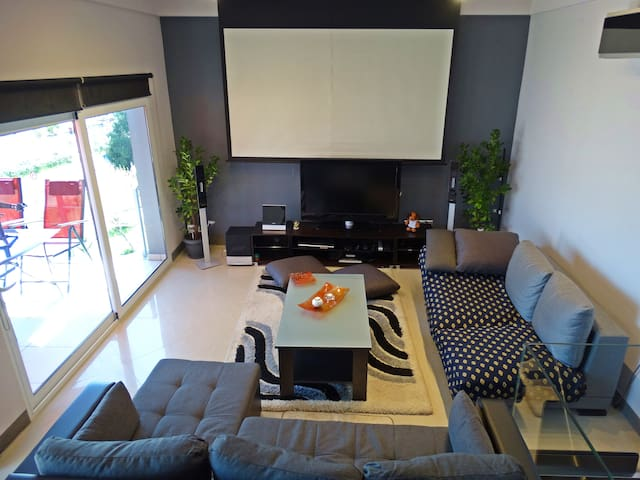 Seating area,Living room,City view,Street view,Sea view,TV and Multimedia
