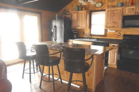 The Iron Willow ~ 4BR Small Town Smart Home!