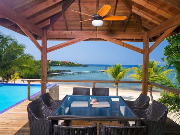 SNORKEL FROM YOUR PRIVATE BEACH - INFINITY POOL - SPACIOUS LUXURY LIVING