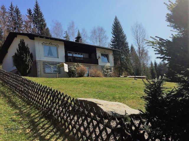 Sonnige ruhige Ferienwohnung im Bayerischen Wald - Bayerisch Eisenstein - Apartmán pro hosty
