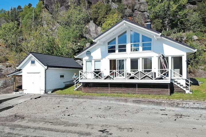 6 person holiday home in ETNE