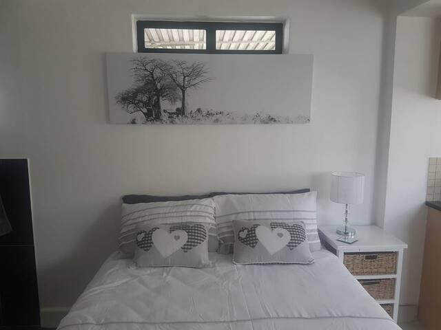 Nice Queen size bed