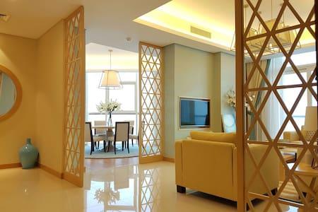 Luxury with stunning views; close to everything. - Manama - Lägenhet