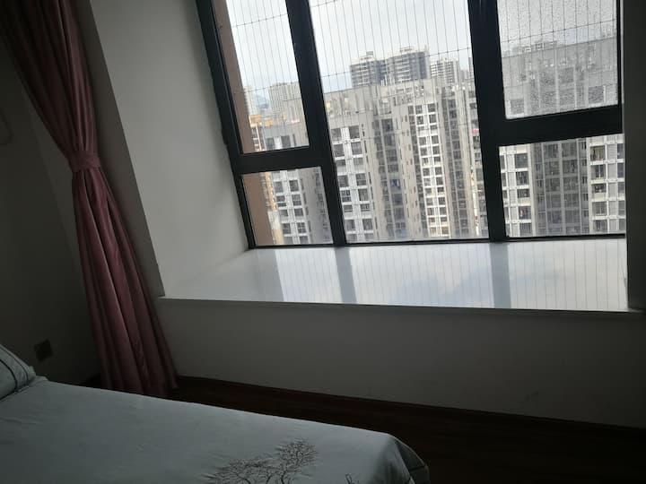 万达广场温馨、浪漫单间大飘窗整租