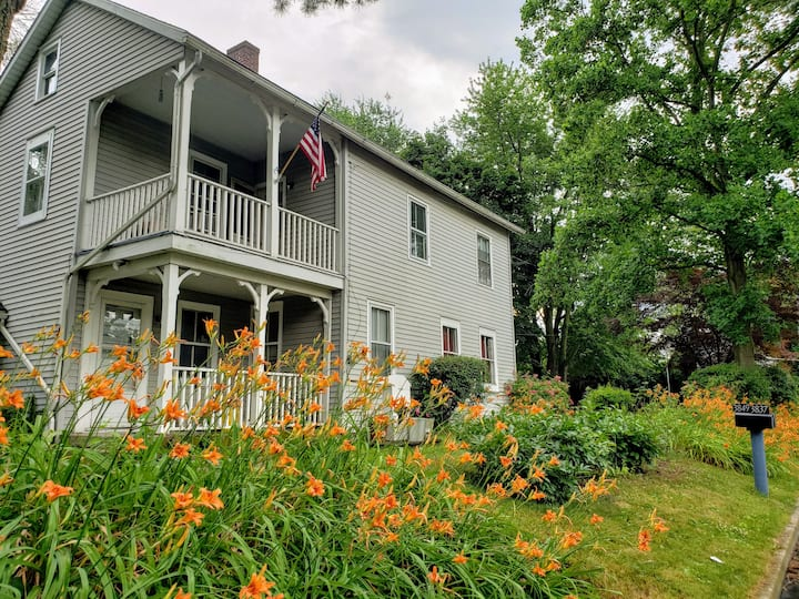 PitcherHouse, 3 bedroom remodeled  historic home