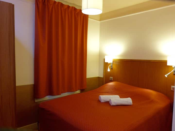Quartier Latin. Single room with WC & shower.