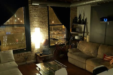 Artistic WickerPark Lofts - Chicago
