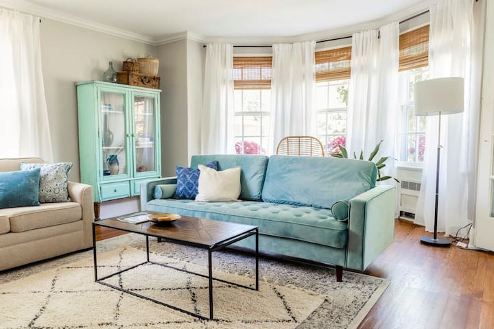 You'll Feel Pampered-Walkable Location-Lite & airy