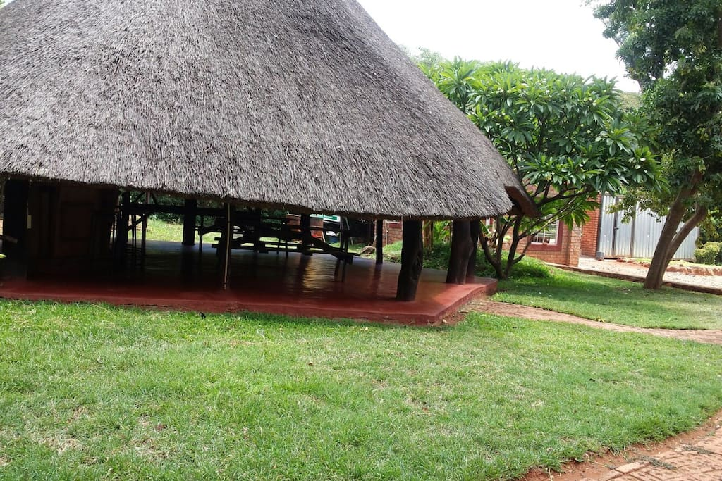 Flame lilly lodge shurugwi bed and breakfasts for rent for Beds zimbabwe