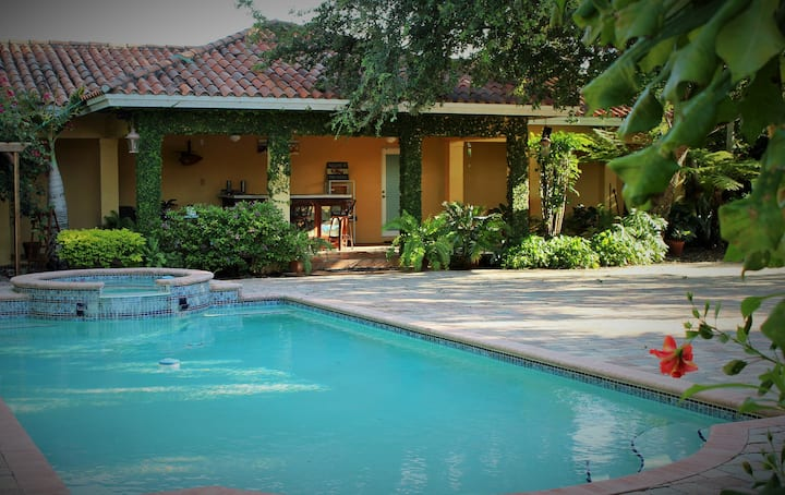 Tropical & Private Bungalow/Pool