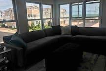 OCEANVIEW BEACH Cottage Steps to Beach & Promenade