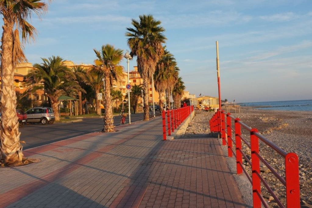 Lungomare di Vallerosia/Vallecrosia's Beach