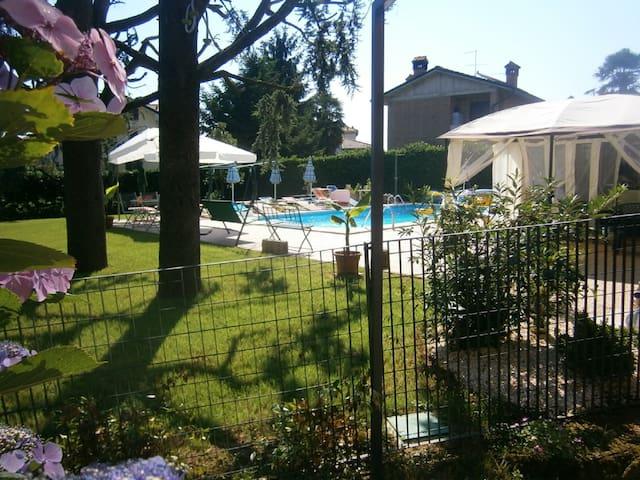 Villa con piscina in brianza.