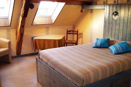 """Chambre """"Marine"""" : une de nos 3 chambres d'hôtes. - Espinasse Vozelle"""
