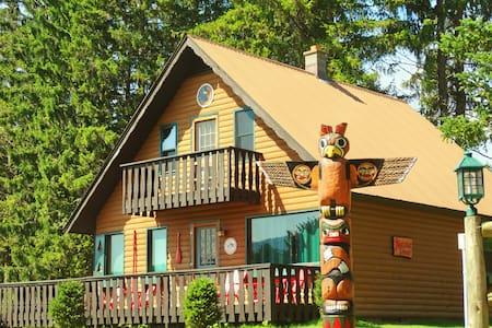 BEAR COUNTRY LODGE - MOHAWK CHALET #1 - Stony Creek