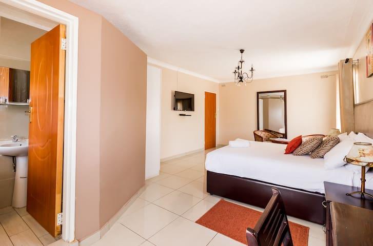 Riverstone Lodge, Group Accommodation - Harare - Aamiaismajoitus