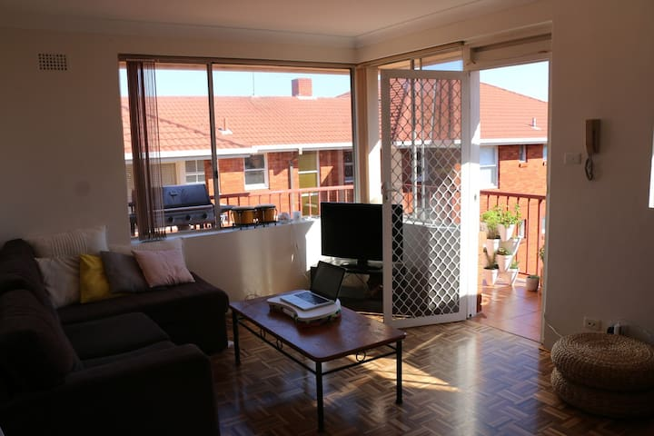 Relaxed Roscoe rental - Bondi Beach - Apartment