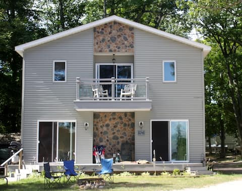 American Resort Lake House on Little Platte Lake