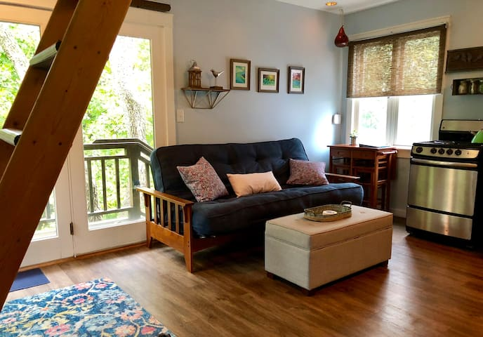 Charming loft apartment in Happy Valley near PSU