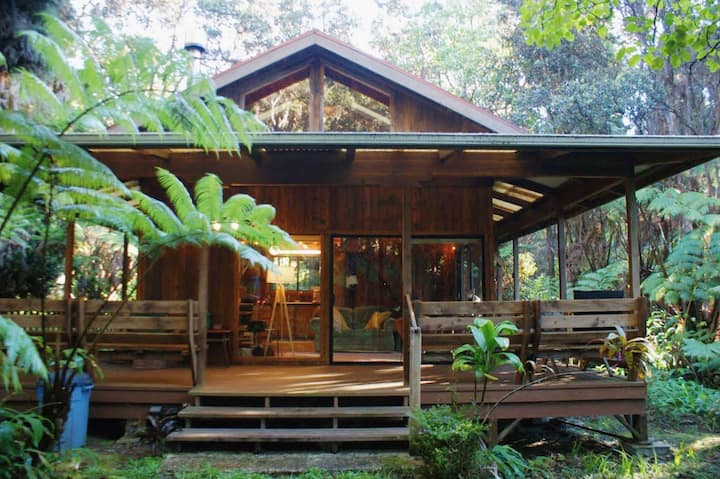 Beautiful Cedar Cottage in Volcano