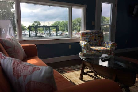 Fully furnished gorgeous apartment on Seneca Lake