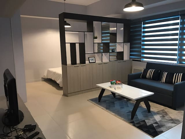 Modern New York-vibe Studio with WIFI in BGC