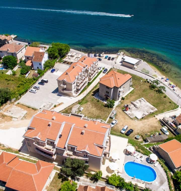 MonteBay Perla-Your dolce vitta in the Kotor Bay