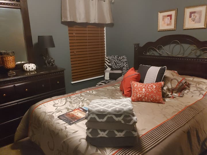 The Condra House Queen Size Bedroom Room 202