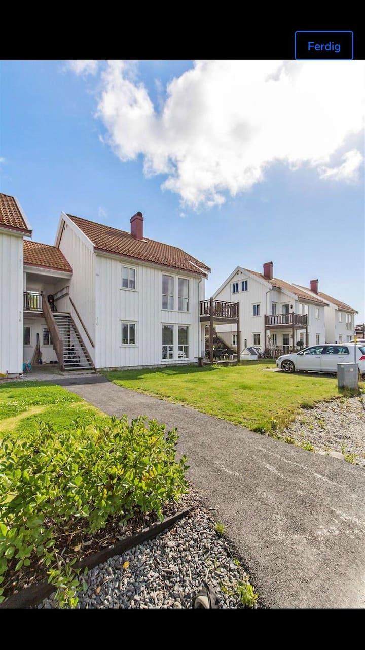 Sentrumsnær leilighet (100m2)ledig i juli/august