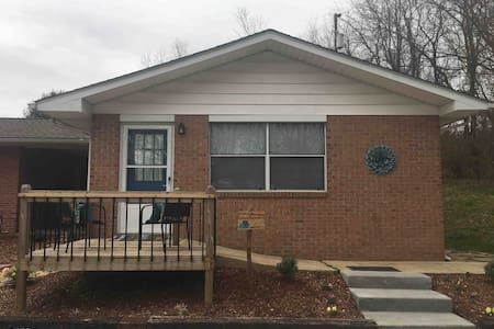 Lilly's Pad - New Listing!  Close to Airport!