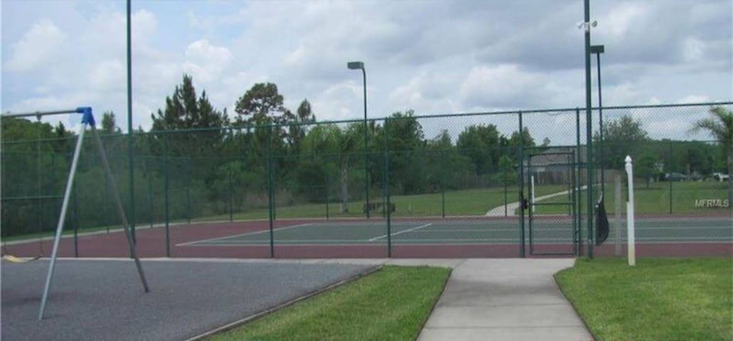 Tennis court access