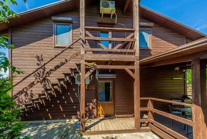 Большой уютный дом на две семьи  в 350 м от пляжа