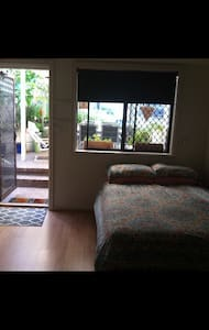 Neat airconned flat ,pool access. - Edgewater - Daire