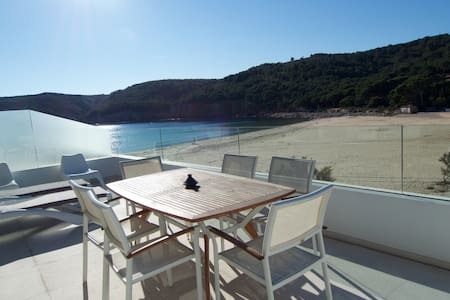AMAZING Flat on the beach - L'Escala - Huoneisto