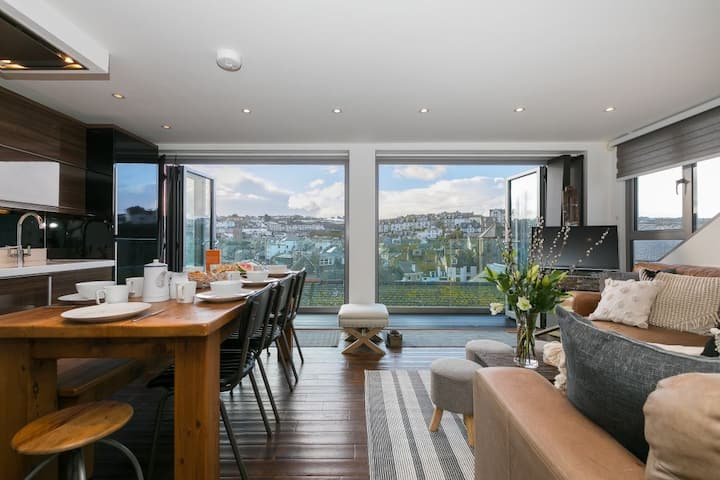 Penhaven - Downalong St Ives – Sleeps 8 – Sea Views – Parking for One Car