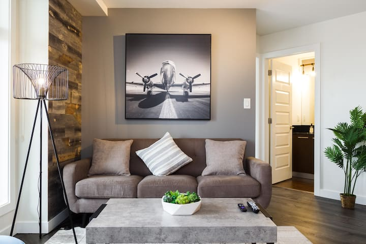 5MIN WALK TO ROGERS PLACE | PARKING | 2 BED 2BATH