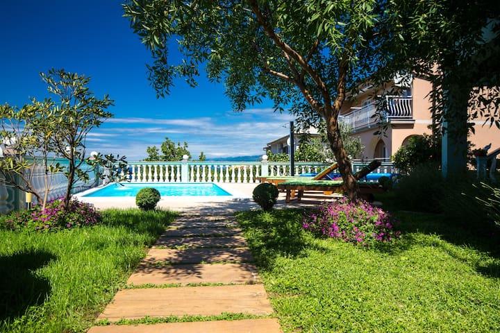 Bel appartement à Senj Lika - Karlovac avec piscine privée