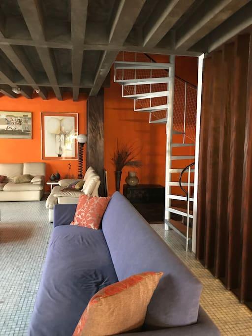 Sala e escada