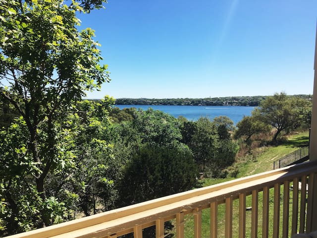 Lakefront Hideaway, sleeps 6-8 - Lago Vista - Kondominium