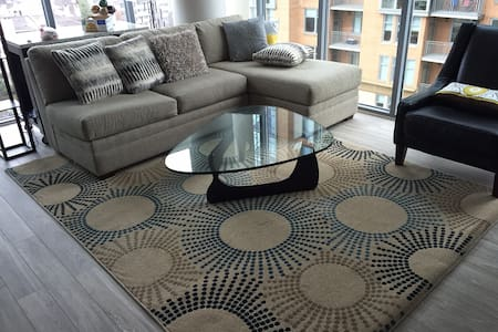 2 Bedroom Corner Apartment - Luxury High Rise - Tysons