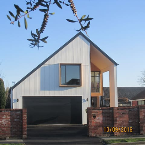 NEW,stylish, contemporary New Zealand architecture