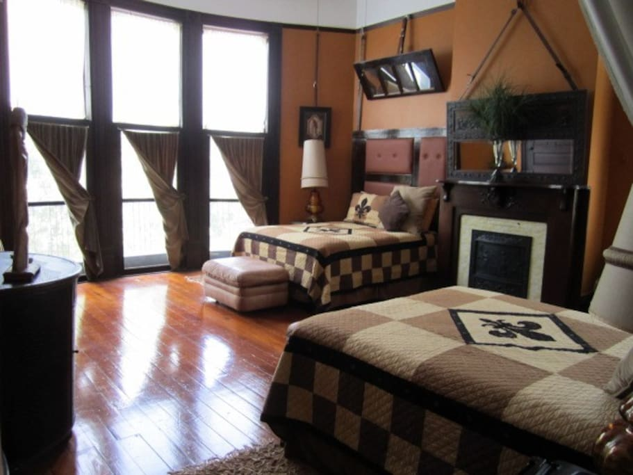 Leather Room with 2 queen beds