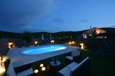 Holiday House With 3 Bedrooms Near Split | Hrvace