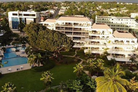 202 Palm Beach 3 Bed beachfront Condo by Sugar Bay