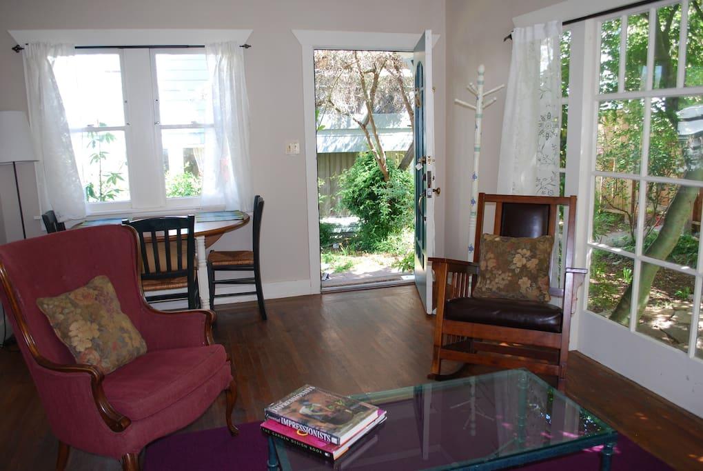 Cottage 1: Living room